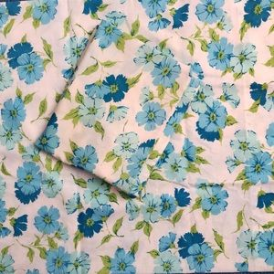 Vintage floral pillowcases linens blue flowers set